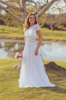 vestido de noiva longo com mangas curtas, em mix de renda e crepe de seda, para casamento civil, ensaio pré wedding, celebração de renovação de votos