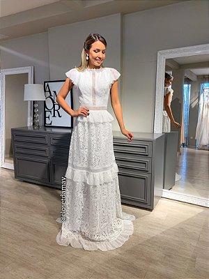 vestido de noiva longo, com mangas em babado, detalhes na saia, gola alta, para casamento civil, batizado