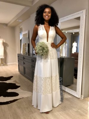 vestido de noiva longo off white, decote, alças largas, em mix de renda, para casamento civil, batizados, renovação de votos