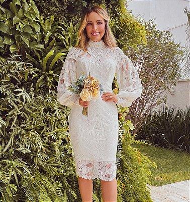 vestido de noiva midi, cor manteiga, em renda, gola alta, mangas longas, para casamento civil, batizado, renovação de votos