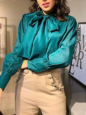 camisa de seda com mangas longas, gola alta