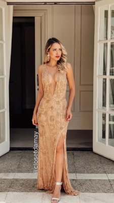 Vestido dourado longo, bordado em pedraria, sem mangas,decote, para casamentos e festas