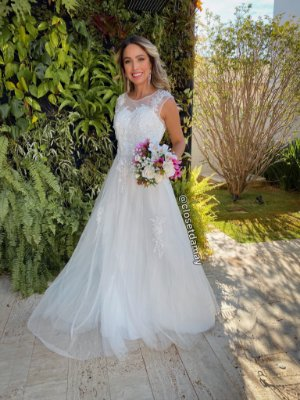 Vestido longo em tule e bordados, para casamento civil, casamento religioso