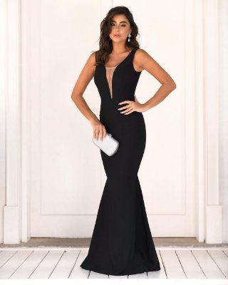 Vestido longo, modelagem sereia, tule no decote, para casamentos e madrinhas de casamento
