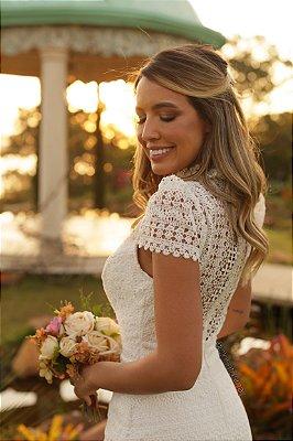 Vestido midi em renda, botões frontais para casamento civil e casamento religioso