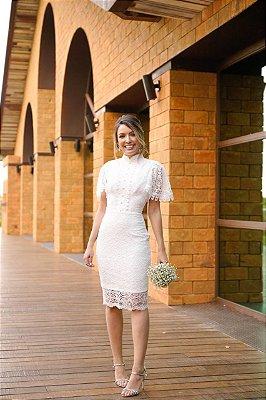 Vestido Juliana midi em renda com botões frontais e mangas curtas , para casamento civil e jantar de noivado