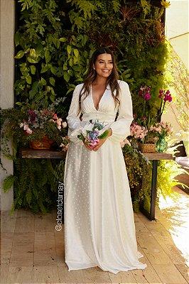 Vestido de noiva longo, manga longa, saia fluida, decote em V, detalhes nas mangas. Para casamento civil, e religioso.