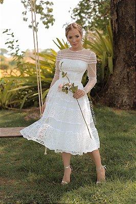 Kate vestido de noiva midi de manga longa, em mix de rendas e tule, ideal para casamento no religioso, casamento civil