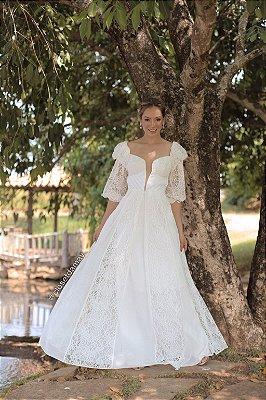 Vestido Diana, de noiva longo com manga bufante, em renda com crepe, detalhe frontal plissado, ideal para casamento no campo,, casamento religioso