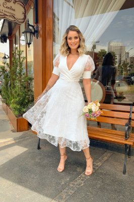 Vestido Lady Like com bojo, crepe de renda, mangas princesa. Para casamento no civil, jantar de noivado, e batizado. e batizado.