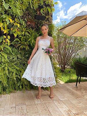 Vestido Lady Like, em renda, com corpete, e saia evasê. Para casamento civil, batizados, e jantar de noivado.