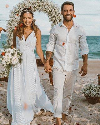 Vestido de noiva longo, em crepe bordado, com detalhes em guipir. Para casamento e religioso, e casamento no campo.