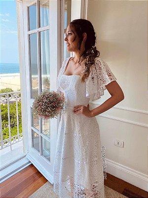 Vestido Lady Like em renda, com detalhe em fita na saia. Para casamento civil, e jantar de noivado, e batizados.