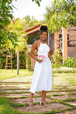 Vestido de noiva midi, frente única, alças em macramê e saia evasê. Ideal para casamento no civil, batizado