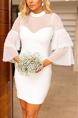 Vestido de noiva curto, em tule,  gola alta, mangas com babados
