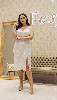 Vestido midi em renda, fenda única, decote coração, ideal para seu casamento vil e jantar de noivado