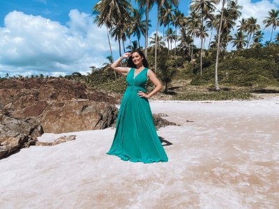 Vestido de festa plus size , longo com abertura lateral e alça larga, ideal para madrinhas de casamento