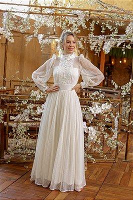 Vestido Liz longo de noiva, com mangas longas e gola alta em renda e tule de poá com saia plissada