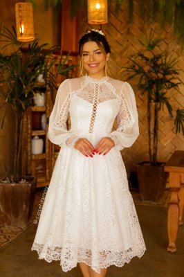 Vestido Mayara de noiva lady like, com mangas longas e mix de renda e tule, ideal para casamento civil e intimista