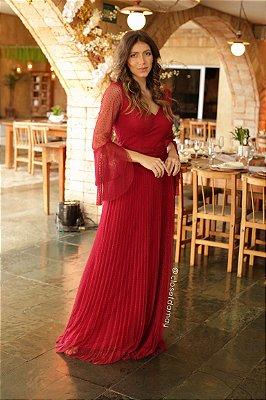 Vestido longo em tule de poá, com manga flare e saia plissada, para madrinhas e convidadas
