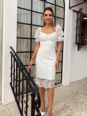 Vestido Tiana de noiva midi em renda com manga princesa