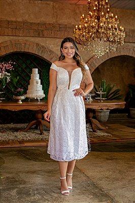 Vestido de noiva lady like plus size com renda e decote em tule