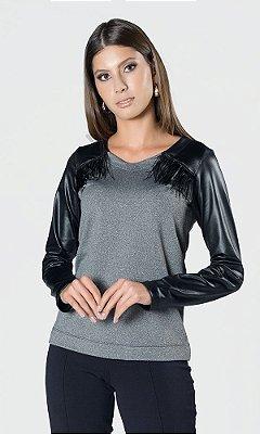 Blusa de Malha com Detalhe Cirrê e Plumas