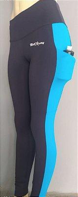 calça preta com azul claro