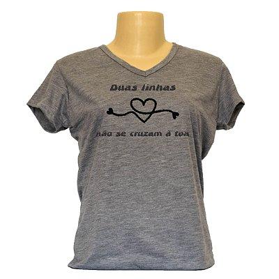 Camiseta baby look frases da moda Duas linhas não se cruzam à toa