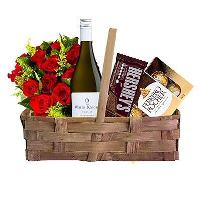 Cesta Romantismo com Buquê com 12 Rosas Nacionais Vermelhas + Barra Hershey´s + Caixa Ferrero Rocher