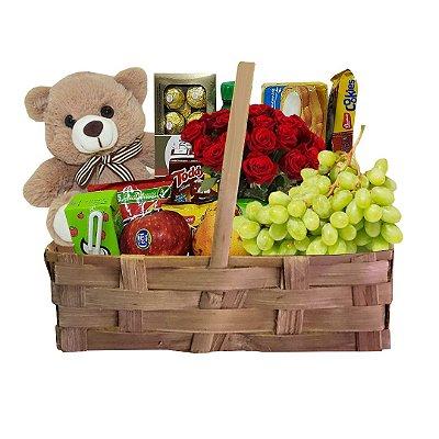 Bom dia meu Amor - Cesta com Frutas da Estação, Pelúcia, Flores e Chocolates