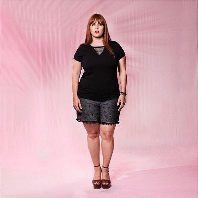 Shorts Plus Size de linho Bordado