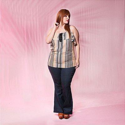 Blusa Plus Size Estampada com Ilhós