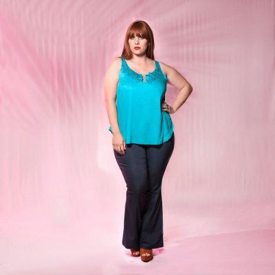 Blusa Plus Size Guipure Com Pedrarias
