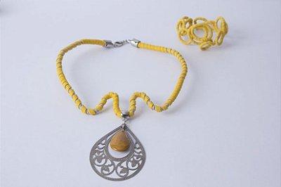 Biojóia Conjunto colar e pulseira de arame amarelo com pedra