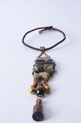 Biojóia Gargantilha de arame com pingente longo com pedras Ágata