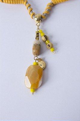 Biojóia Gargantilha de arame com pedras semi-preciosas