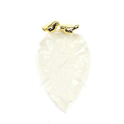 Prato Decorativo em Cerâmica Folha de Outono e Dois Pássaros Dourados Branco
