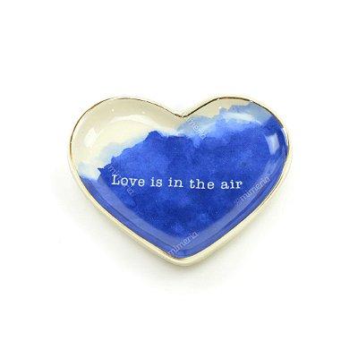 Mini Prato Decorativo em Cerâmica Coração Love Is In The Air Azul e Branco