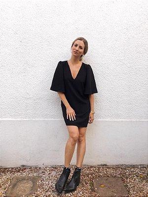 Vestido curto decote v
