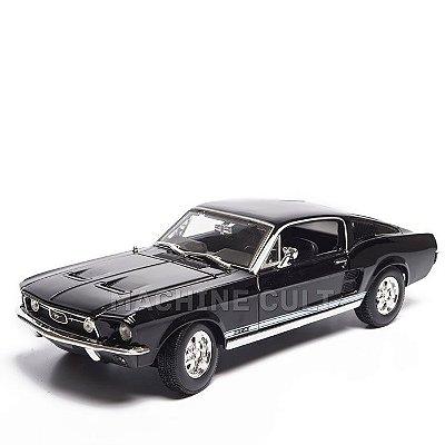 Miniatura 1967 Ford Mustang GTA Fastback - Maisto 1:18