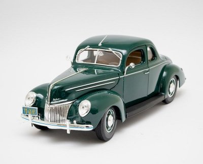 Miniatura 1939 Ford Deluxe - Maisto - 1:18