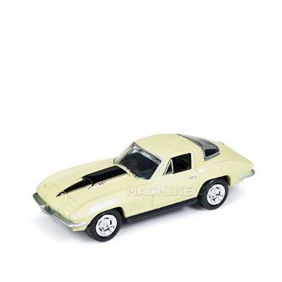 1967 Chevy Corvette 427 Amarelo - Auto World 1:64
