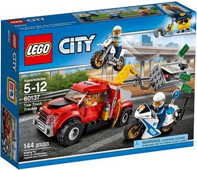 LEGO CITY 60137 CAMINHÃO REBOQUE EM ENCRENCA