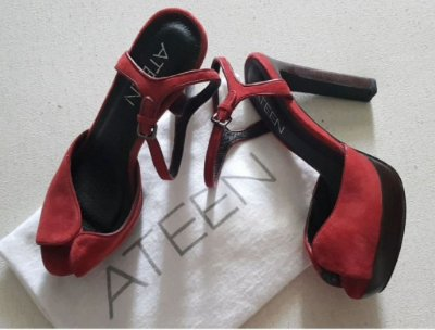 Sandália salto alto vermelha ateen