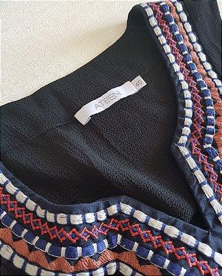 vestido black bordado