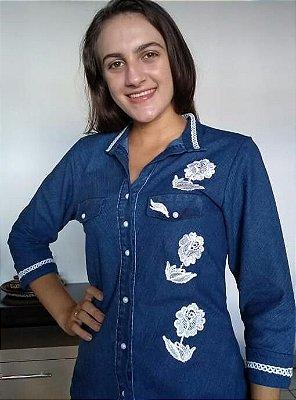 Camisa Jeans Com Bordado E Manga 3/4 Moda Evangélica