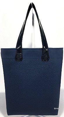 Bolsa Feminina Impermeável na Cor Azul Marinho com Flores em Alto Relevo