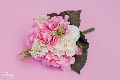 Buquê de Flores com Hortensias Rosas e Brancas