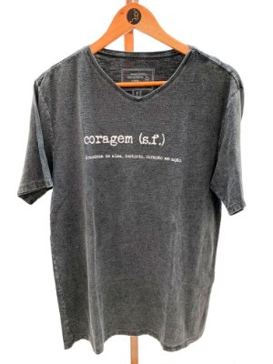 T-shirt masculina gola V coragem
